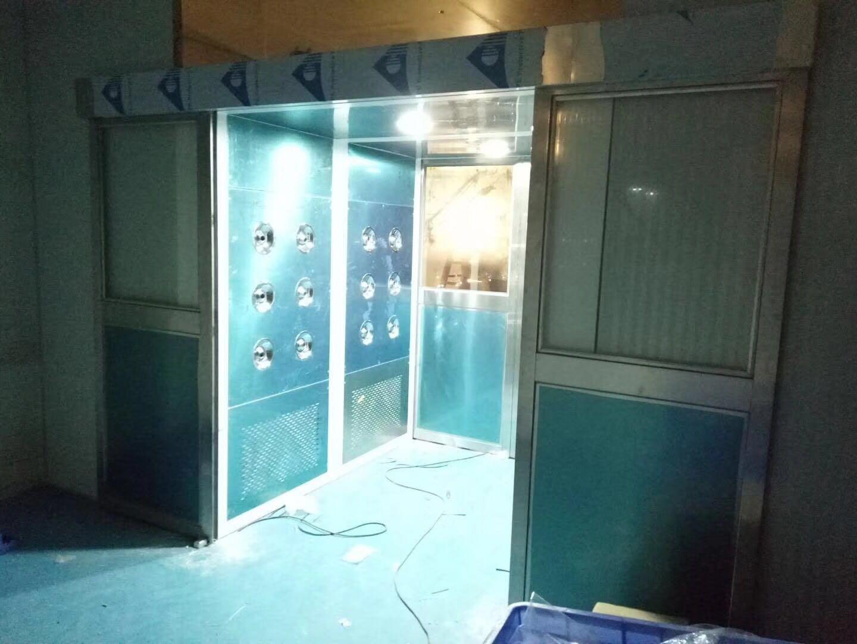 东莞市万德光电科技有限公司 平移门风淋室工地验收3